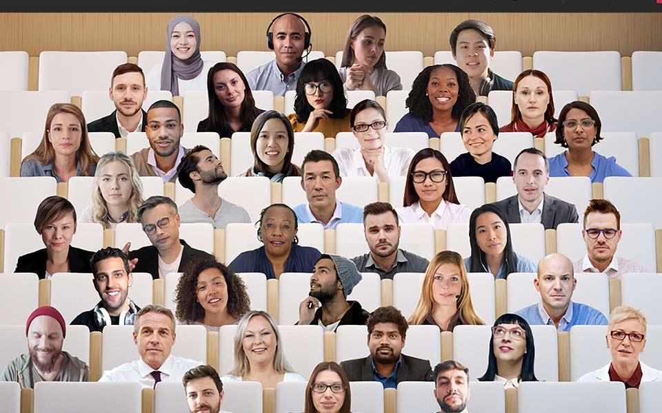 Microsoft teams utiliza IA para ubicar digitalmente a los participantes de una reunión en una misma sala virtual.